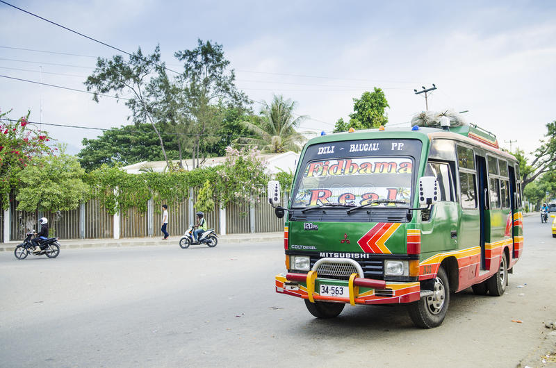 Ônibus da carrinha em dili Timor-Leste fotografia de stock royalty free
