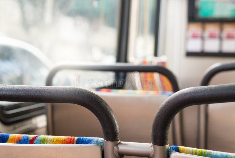 Ônibus da opinião do ot do ponto dos passageiros fotografia de stock