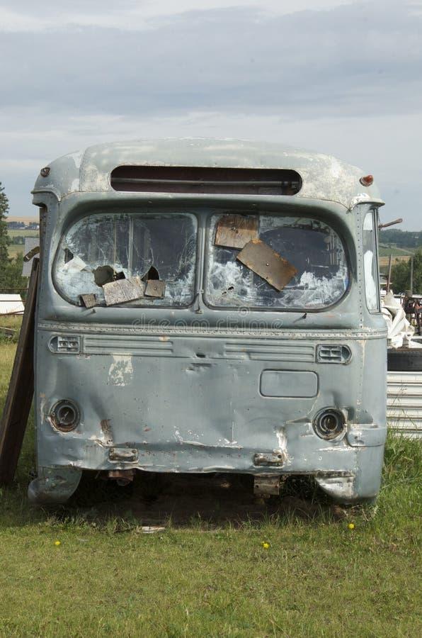 Ônibus de acampamento velho do rv fotografia de stock royalty free