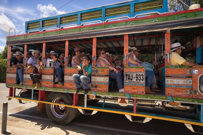 Ônibus de Chiva em Medellin Colômbia imagem de stock royalty free