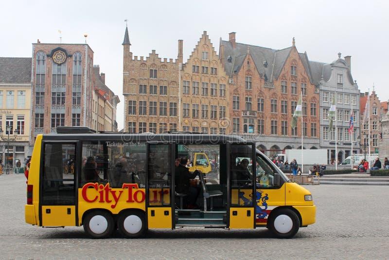 Ônibus de excursão da cidade - Bruges, Bélgica imagens de stock royalty free
