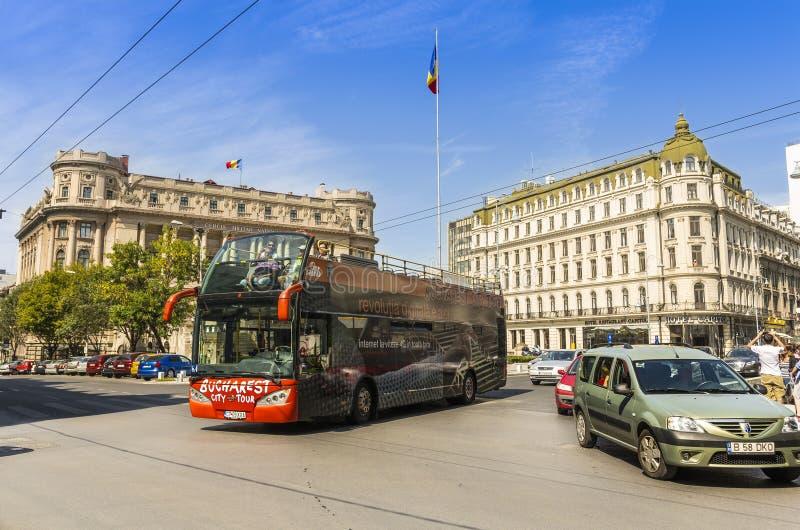 Ônibus de excursão da cidade de Bucareste fotos de stock royalty free