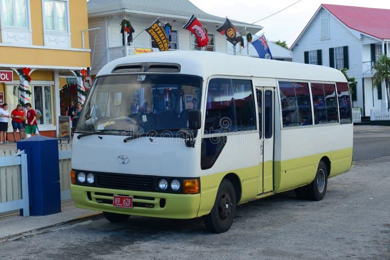 Ônibus de excursão em George Town, Ilhas Caimão imagem de stock royalty free