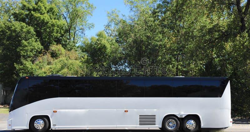 Ônibus de excursão na rota cênico fotos de stock