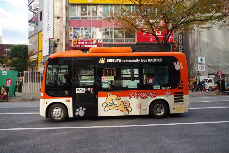 Ônibus de Hachiko em Shinuya, Tóquio, Japão imagem de stock