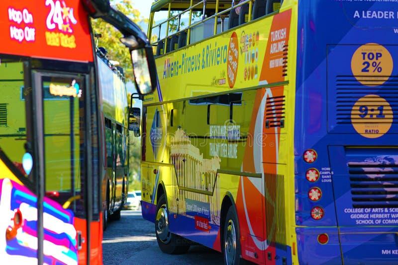 Ônibus de turista de ATENAS, GRÉCIA - de OUTUBRO 05,2018 em Atenas imagem de stock royalty free