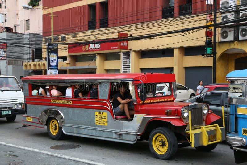 Ônibus do jeepney de Manila fotografia de stock royalty free