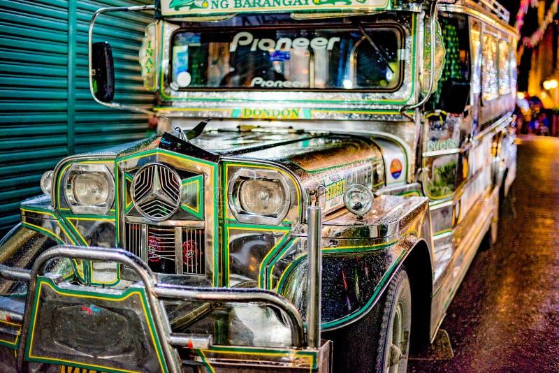 Ônibus do vintage em Filipinas foto de stock royalty free