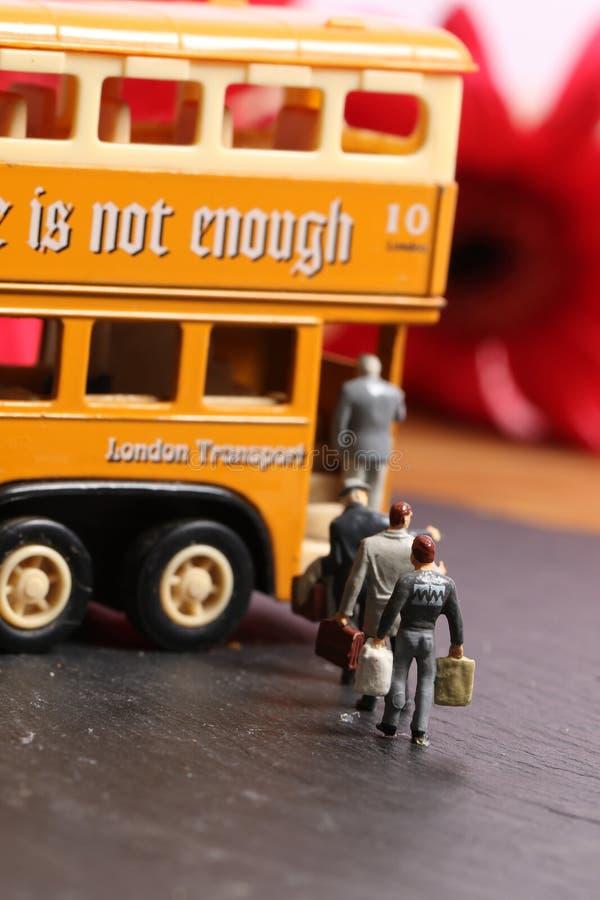 Ônibus e passageiros fotos de stock royalty free