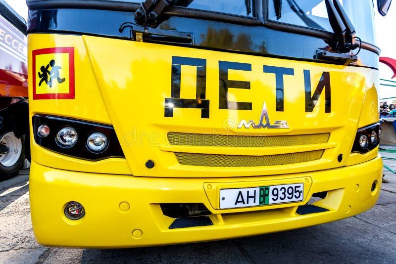 Ônibus escolar da Minsk Automobile Plant MAZ Texto sobre a rússia: fotografia de stock royalty free