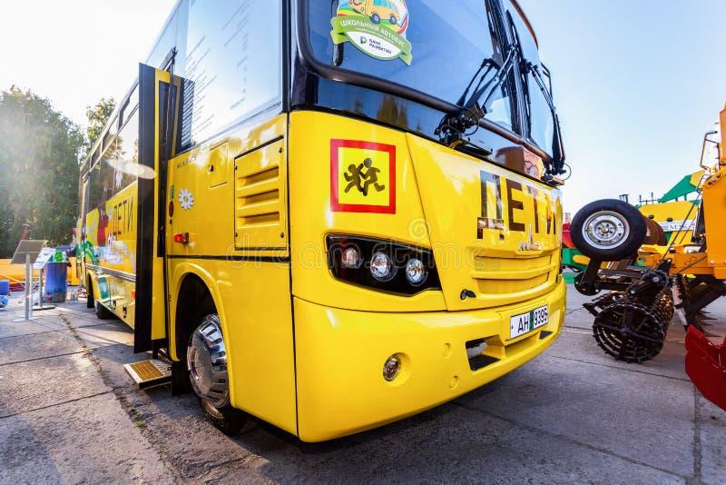 Ônibus escolar da Minsk Automobile Plant MAZ Texto sobre a rússia: imagens de stock royalty free