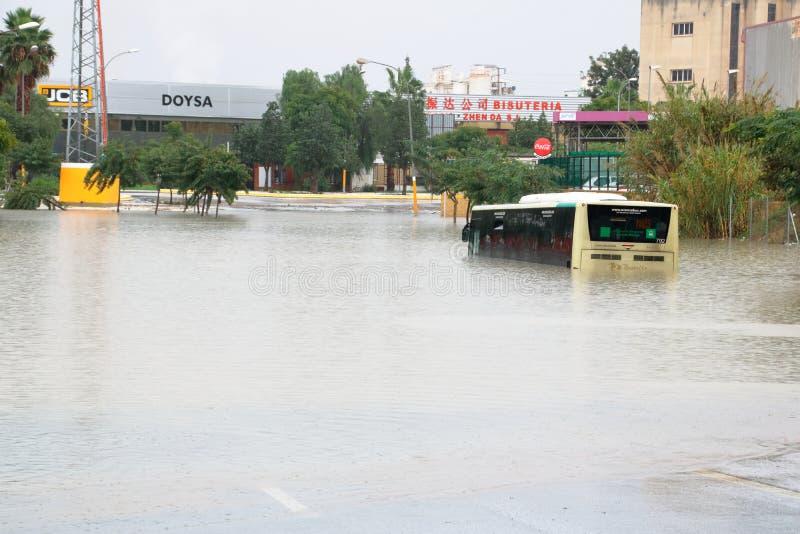 Ônibus inundado imagens de stock