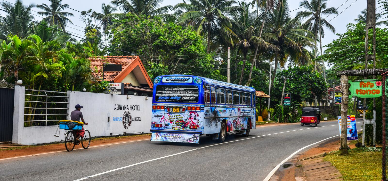 Ônibus local em Galle, Sri Lanka imagens de stock