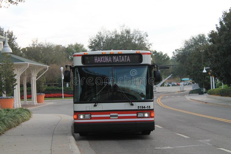 Ônibus mágico do reino na parada fotos de stock royalty free