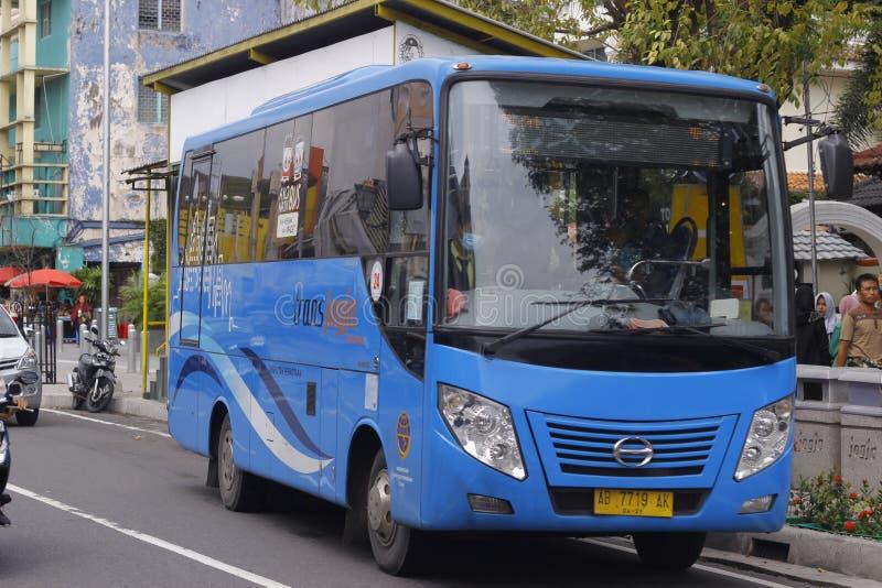 Ônibus moderno do transporte Jogja fotos de stock
