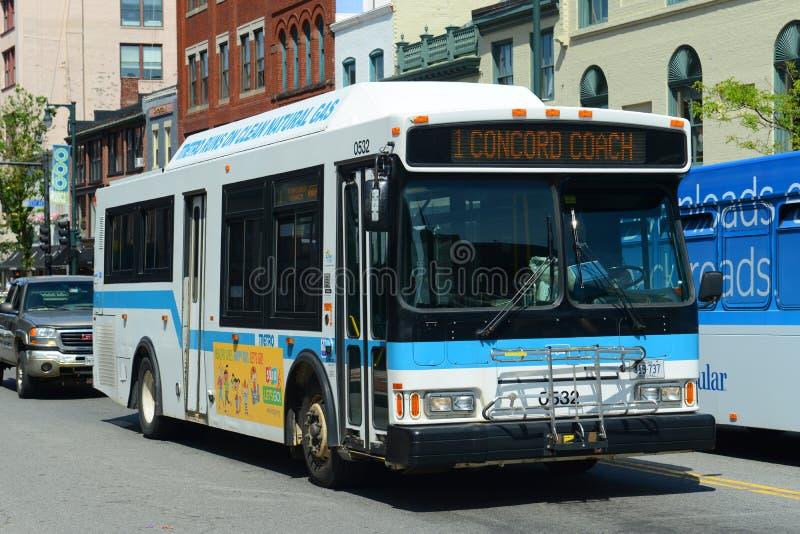 Ônibus público de Portland em Portland, MIM, EUA fotos de stock royalty free