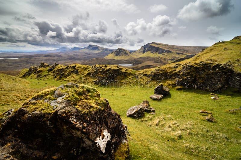 Ö av skye, Quiraing berg, Skottland sceniskt landskap arkivfoto