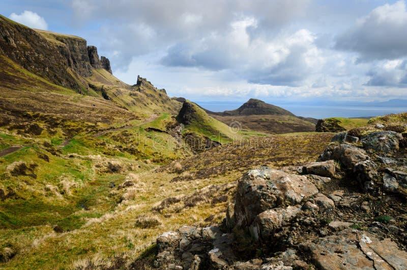 Ö av skye, Quiraing berg, Skottland sceniskt landskap fotografering för bildbyråer