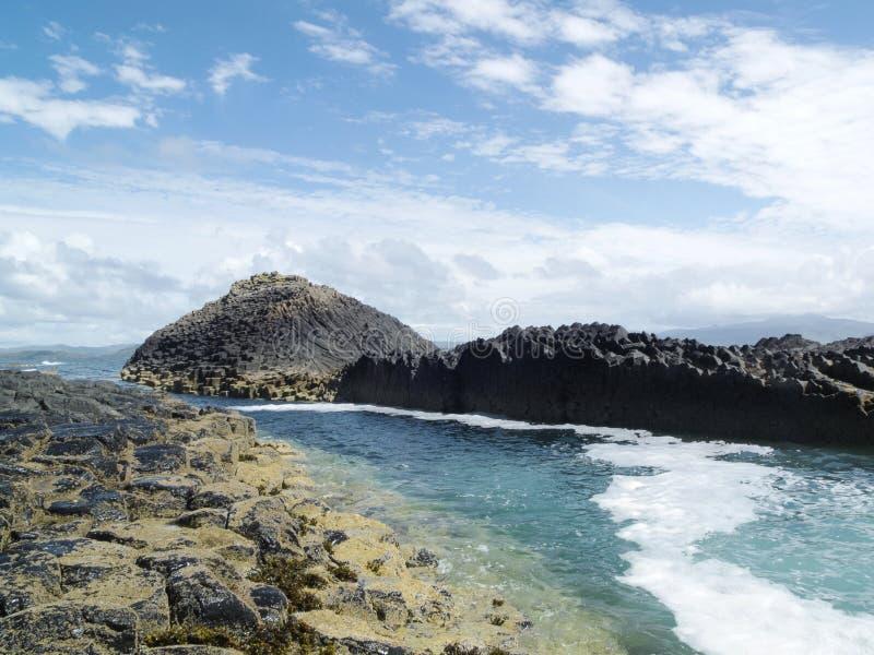 Ö av Staffa i Skottland arkivfoton