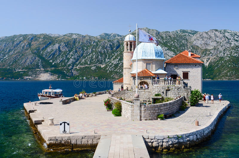 Ö av vår dam på reven i fjärd av Kotor, Montenegro arkivbild