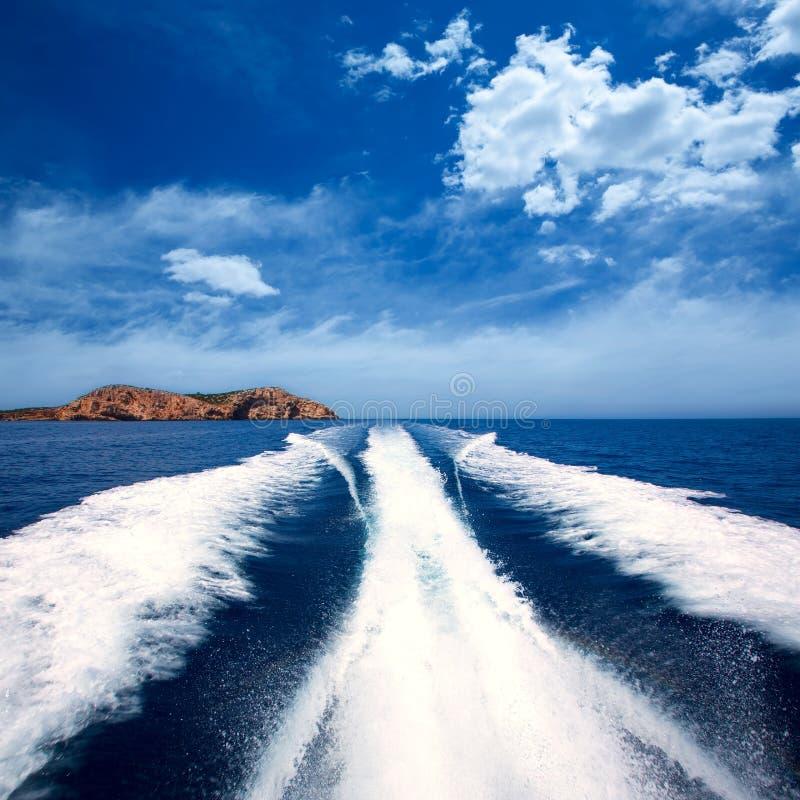 Ö för Ibiza Sa Conillera från fartygvaken San Antonio royaltyfria bilder