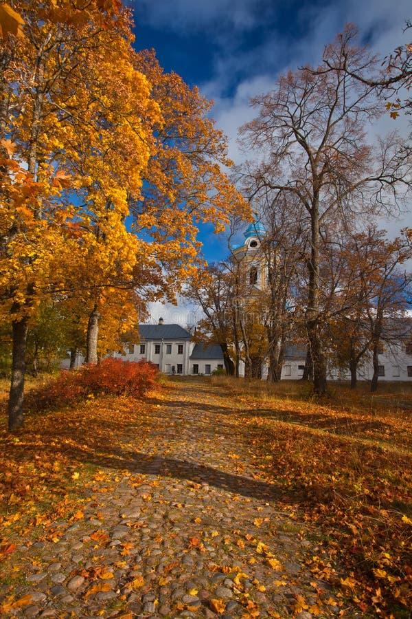 Ö Konevets på Lake Ladoga Konevsky kloster arkivfoto