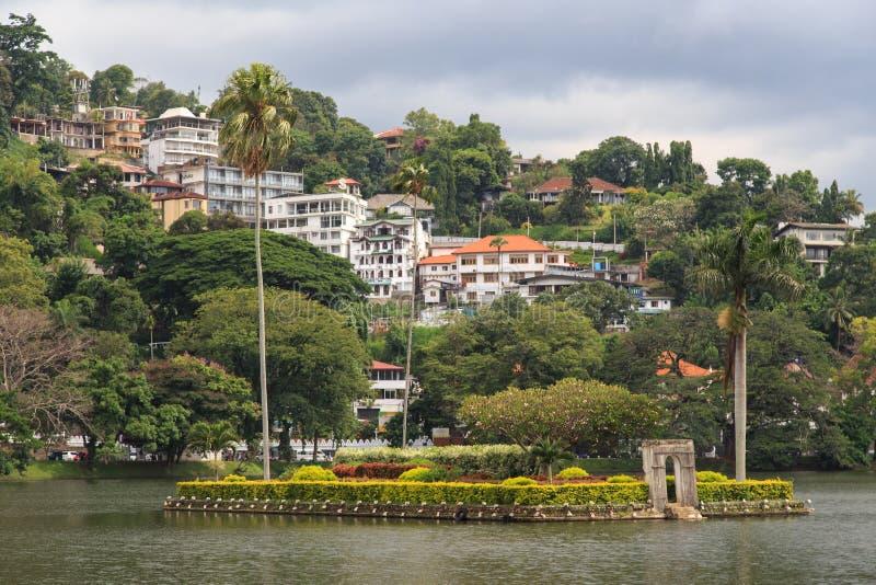 Ö på sjön Kandy - Sri Lanka arkivbild