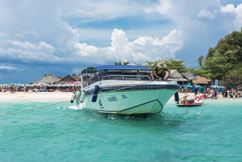 Ö strand, Mayafjärd, Phuket, Thailand Den berömda stranden i Thailand arkivbilder