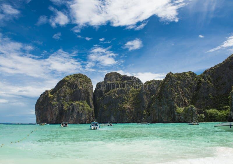 Ö strand, Mayafjärd, Phuket, Thailand Den berömda stranden i Thailand arkivfoto