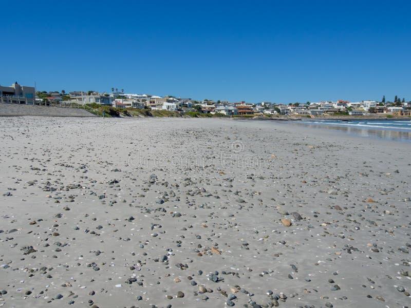 Öde sand och Pebble Beach på Yzerfontein, Sydafrika arkivfoton