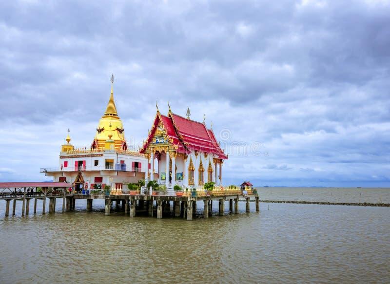 Öffentliche Orte Wat Hong Thong, ein Ort, an dem Menschen reisen und buddhistisch, um Ehrerbietung zu bezahlen, ist in Thailand n stockbilder