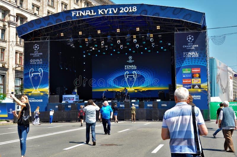 Öffnen in der Kyiv-Fan-Zone der Meister-Liga UEFA lizenzfreies stockbild