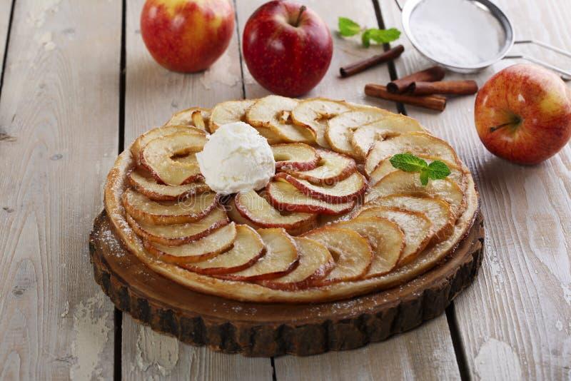 Öffnen Sie Apfelkuchen lizenzfreie stockbilder