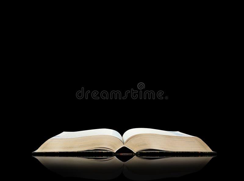 Download Öffnen Sie Buch, Schwarzen Hintergrund Stockbild - Bild von studieren, literarisch: 26373281