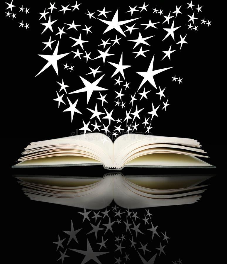 Öffnen Sie Buch und helle Sterne lizenzfreies stockfoto