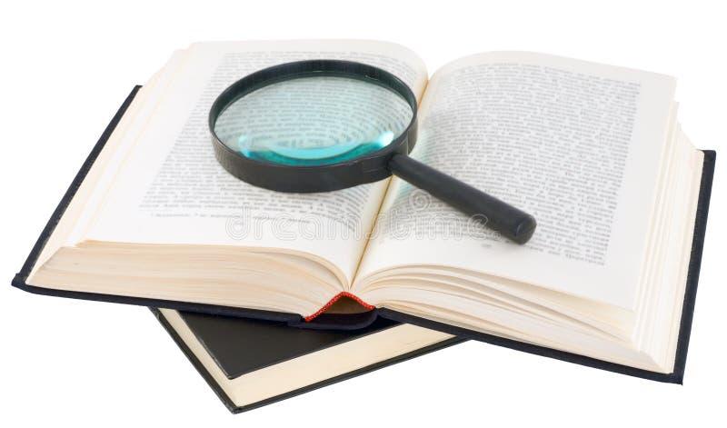 Öffnen Sie Buch und Vergrößerungsglas stockbilder