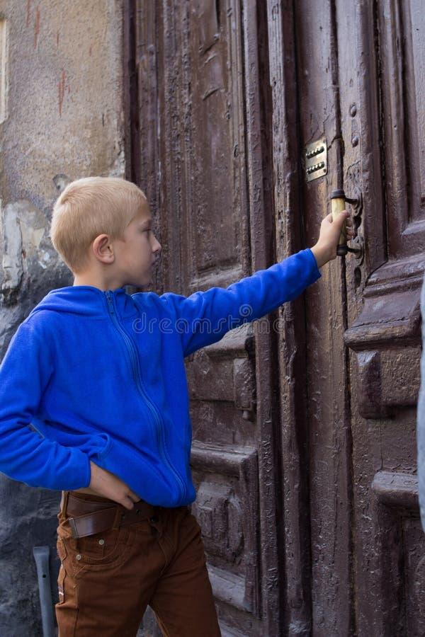 Öffnen Sie die Tür von der Straße stockfotos
