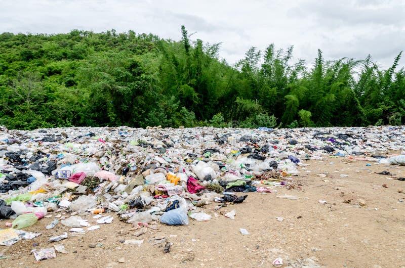 Öffnen Sie Dumpstandort an Ratchaburee-Stadt Thailand am 6. Mai 2012 stockbilder