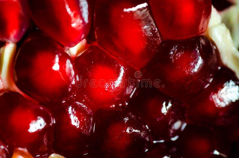 Öffnen Sie frische reife Granatäpfel, Hintergrund lizenzfreies stockbild