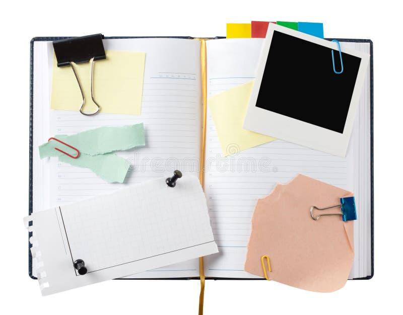 Öffnen Sie Geschäftstagebuch mit befestigten Papieren lizenzfreie stockbilder