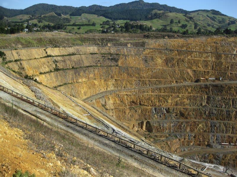 Öffnen Sie Gold und silberne Grube lizenzfreies stockfoto