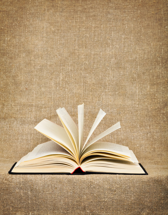 Öffnen Sie großes Buch auf einem Segeltuch stockbilder