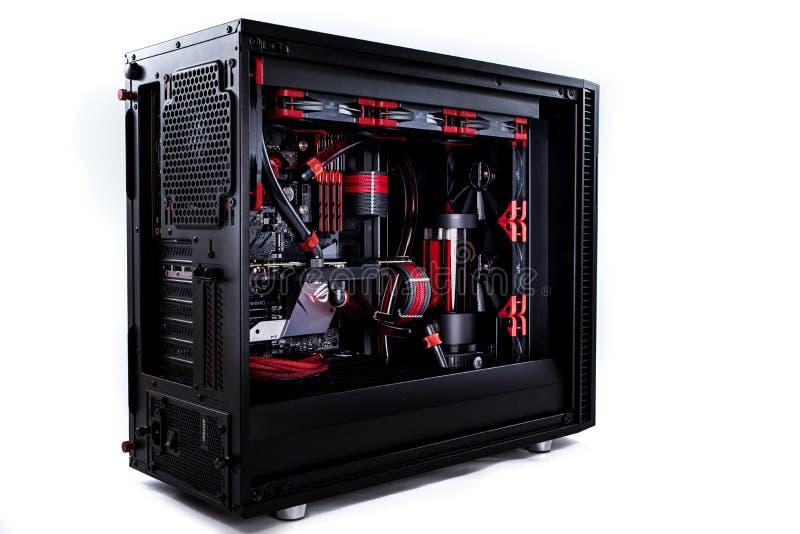 Öffnen Sie Ihren Computer mit einem Wasserkühlungssystem, ein Prozessor, eine Grafikkarte, ein Motherboardventilator lizenzfreie stockfotografie