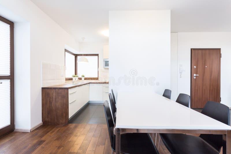 Öffnen Sie Küche Und Esszimmer Stockbild - Bild von modern ...
