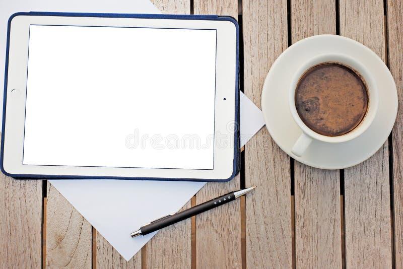Öffnen Sie Laptop auf hölzernem Schreibtisch lizenzfreie stockfotografie