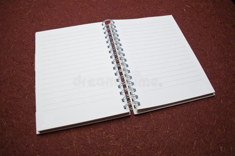 Öffnen Sie Notizbuch in der Perspektive lizenzfreie stockfotografie