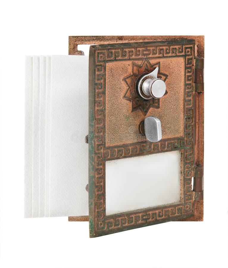 Öffnen Sie Post-Kasten-Tür - Gold mit Umschlägen lizenzfreies stockfoto