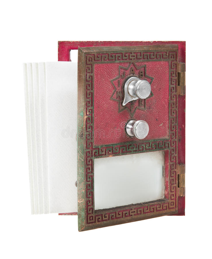 Öffnen Sie Post-Kasten-Tür - Rot mit Umschlägen stockfoto