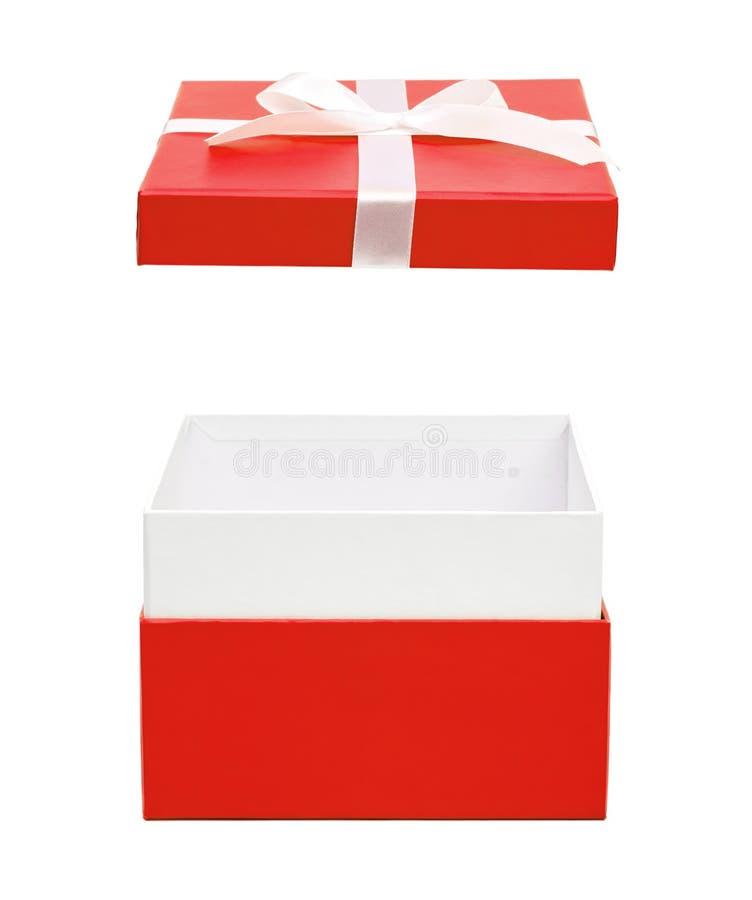 Öffnen Sie rote Geschenkbox mit Bandbogen stockbilder