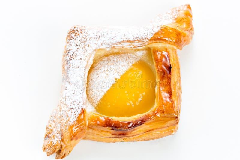 Öffnen Sie Torten des Blätterteiges mit Pfirsich, Thymian und Honig Selektiver Fokus des Frühstücks stockfotografie